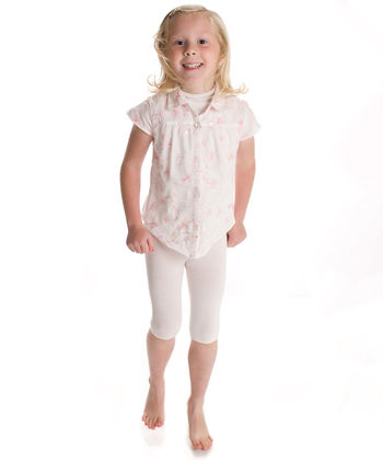 Shorts in white silk for babies